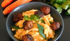 Pâtes à la crème de carottes et boulettes de saucisses
