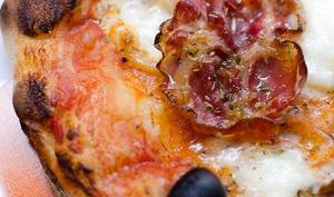Pizza à la mozzarella et à la coppa