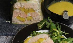 Terrine de saumon à la mangue vinaigrette à la mangue et citron caviar