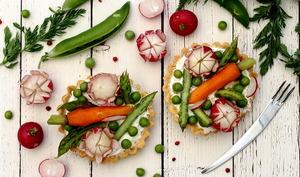 Tartelettes au chèvre frais et légumes du printemps