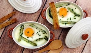 Oeuf cocotte aux asperges et fromage ail et fines herbes