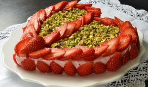 Cœur bavarois aux fraises et pistaches