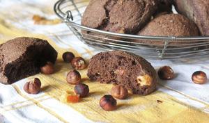 Petits pains cacao, orange confite et noisettes
