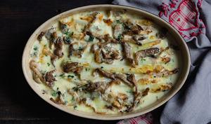 Gratin d'asperges rôties et pleurotes à la crème d'ail et au munster