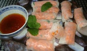 Rouleaux de printemps aux crevettes, carotte et menthe