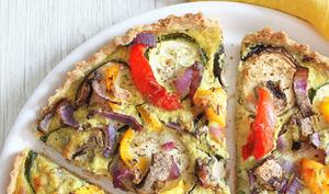 Quiche aux légumes d'été, tofu soyeux, pâte à l'huile d'olive