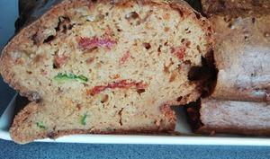Cake aux tomates séchées et courgettes