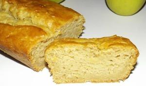 Cake moelleux aux pommes râpées et à la vanille