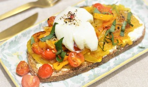 Bruschetta tomates et œuf poché
