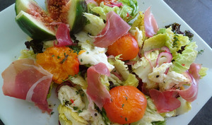 Salade aux abricots grillés, mozzarella, jambon cru de Jamie Oliver
