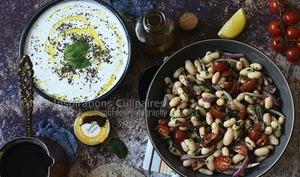 Salade turque Piyaz aux tomate et oignons rouges