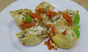 Conchiglioni farcis à la Ricotta, épinards, courgettes, Pecorino au poivre et origan