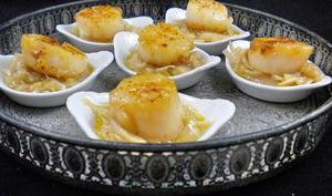 Noix de Saint-Jacques sur fondue d'échalotes en amuse-bouche