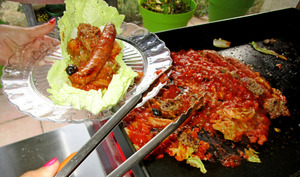 Chou chinois en sauce avec viande et merguez