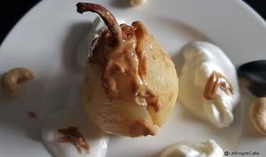 Poires au four à la pralinoise de cajou et fève tonka