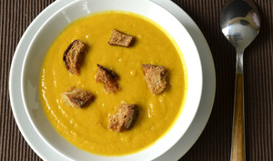 Velouté de carottes, butternut et pomme au curry et lait de coco