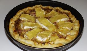 Tarte aux oignons, aux lardons et au camembert