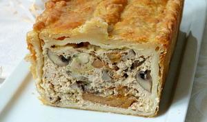 Pâté en croûte de volaille, champignons et foie gras