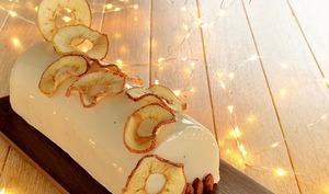 Bûche pommes, caramel, noisette, tonka