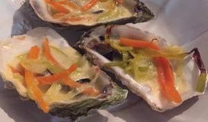 Huîtres chaudes en sabayon au cidre, julienne de légumes