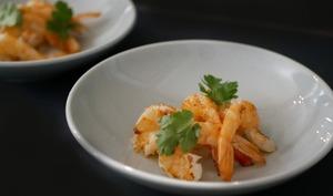 Crevettes snackées à l'ail et citron caviar