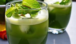 Agua fresca au concombre, à la menthe et à la lime