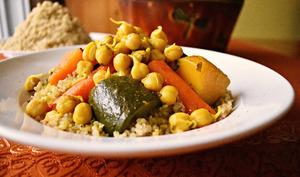 Couscous végétarien au quinoa et aux pois chiches germés