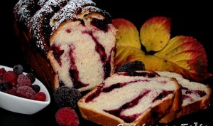 Babka aux fruits rouges