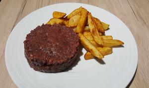 Tartare de bœuf à l'ail noir