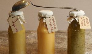 Trio de soupes de légumes en conserve