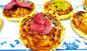 Tartelettes feuilletées aux poivrons rouges, magret de canard et fleur d'ail