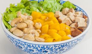 Bol de riz aux noix de cajou et mangue