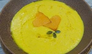 Potage ou porez de courge et carottes au lait d'amande, oignon doux, cumin et orange sanguine