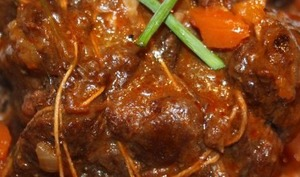 Joue de bœuf au vin rouge et carottes