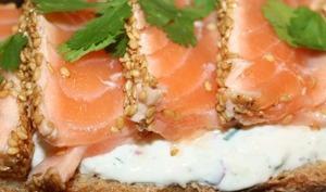 Bruschetta de saumon mi-cuit aux graines de sésame