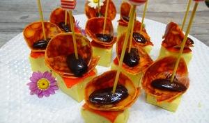 Tapas de polenta à l'origan, chorizo de Bellotta, piquillos et olives de Kalamata en amuse-bouche