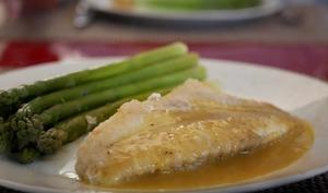 Filet de rascasse. Sauce au beurre blanc et à la poudre Sérénissima. Asperges vertes.