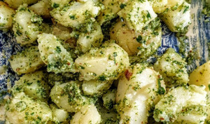 Pesto d'orties sur salade de pommes de terre