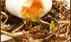 Nid de poireaux en deux façons et son œuf mollet