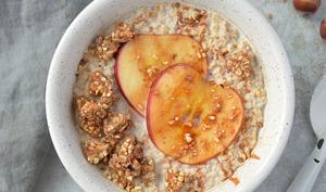 Porridge à l'avoine, à la pomme, au miso et épices chaï
