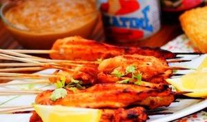 Brochettes de poulet sauce Satay aux cacahuètes