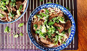 Soupe chinoise boeuf et nouilles épicée
