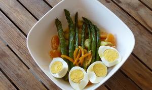 Bowl aux asperges, agrumes, oeufs et pommes de terre sautées