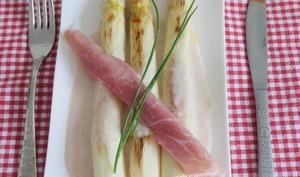 Asperges blanches au parmesan et jambon cru