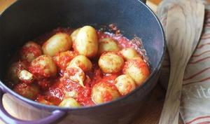 Cocotte de pomme de terre primeur à l'ail et à la tomate
