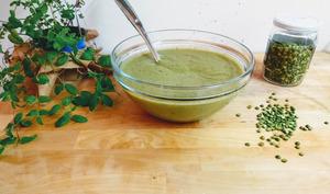 Soupe de brocolis, courgettes et pois cassés