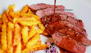 Magret de canard cuit à basse température, sauce au vin et ail noir