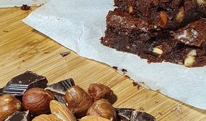 Brownies aux noisettes et amandes caramélisées