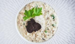 Un risotto à la truffe noire et burrata, très crémeux