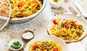 Tagliatelles aux tomates et au curry